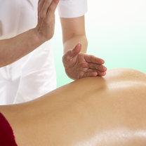 Oklepywanie karatowe - masaż pleców