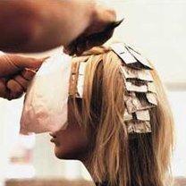 Robienie pasemek na włosach w domu