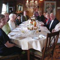 sadzanie gości przy stole