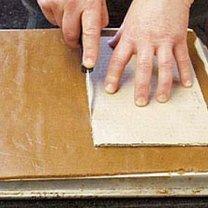 Pomiędzy wyciętymi kształtami musi powostać minimum 2,5 cm (ciasto urośnie)