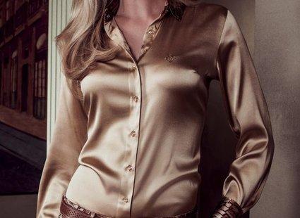 lśniąca bluzka
