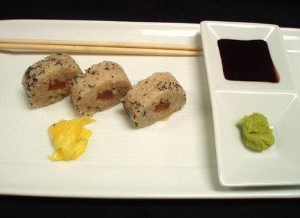 Sushi, marynowany imbir, sos sojowy, wasabi