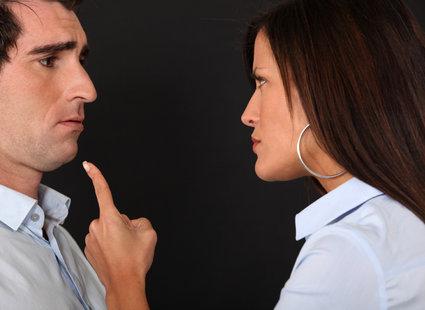 oskarżanie kogoś