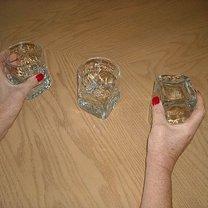 Po drugim obrocie znów dwie szklanki stoją normalnie