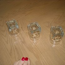 Po trzecim obrocie wszystkie 3 szklanki stoją do góry dnem