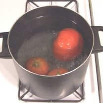 usuwanie skórki z pomidorów