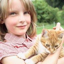 Kot z dziewczynką