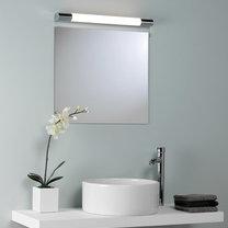 Oświetlenie w łazience zamontowane nad lustrem