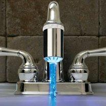 Oświetlenie strumienia wody