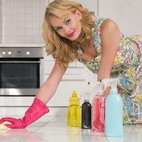 mycie podłogi z płytek ceramicznych