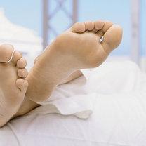 Jak dbać o popękane pięty?