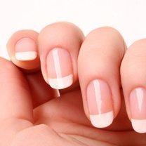 Pamiętaj, że palenie papierosów spowoduje, że twoje paznokcie szybko zrobią się żółte!