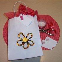 ozdabianie torebek na prezenty