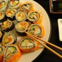 robienie sushi w domu