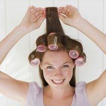 kręcenie włosów za pomocą wałków