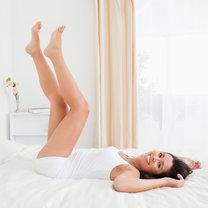 leżenie z uniesionymi nogami
