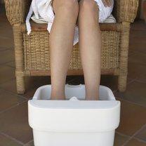 moczenie nóg w wodzie