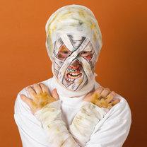 makijaż mumii - makijaż na Halloween i na bal przebierańców
