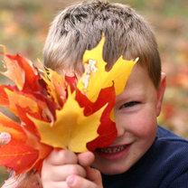 dziecko jesienią
