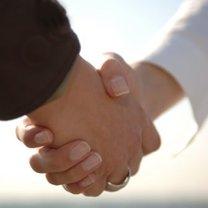 podanie ręki, uścisk dłoni