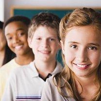 dzieci ze szkoły podstawowej