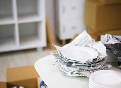 Pomiędzy talerze wkładaj papier