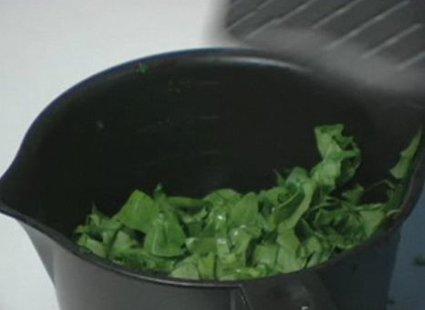 Gotowanie szpinaku w mikrofalówce