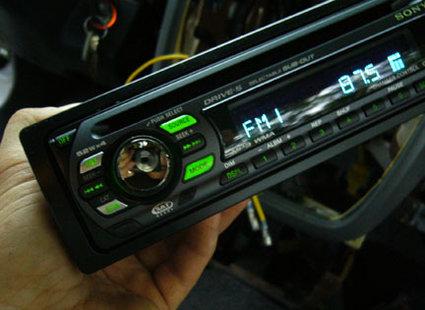 montaż radia samochodowego