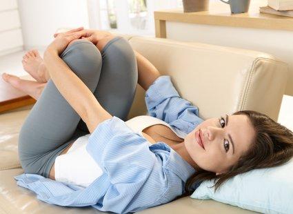 nogi na poduszce