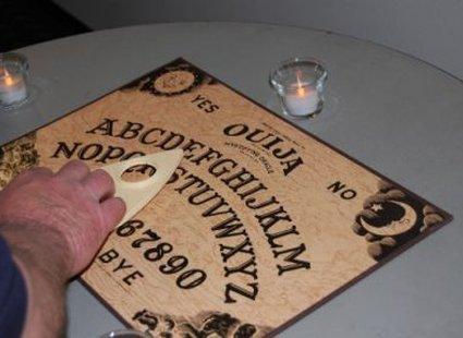 wywoływanie duchów, jak wywołać ducha, tabliczka ouija