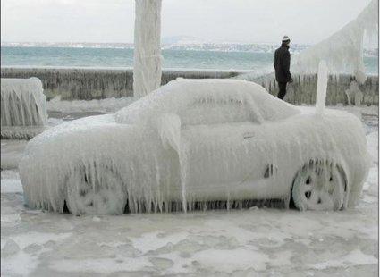 Zamarznięte auto :)