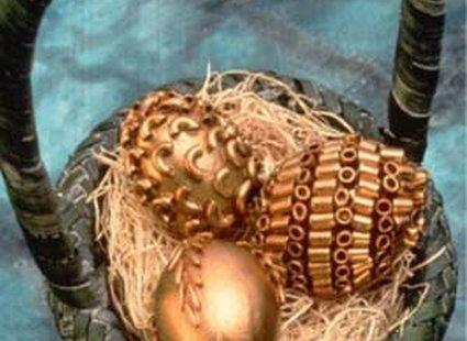 Złote pisanki, dekoracja z makaronu