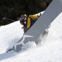 upadek na snowboardzie