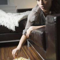 podjadanie przed telewizorem