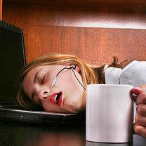 spanie w pracy