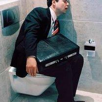 spanie w wc