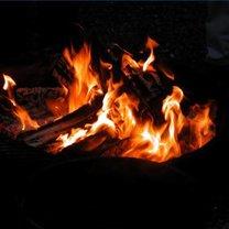 rozpalanie ognia bez zapałek