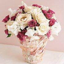 wazon z płatków róż