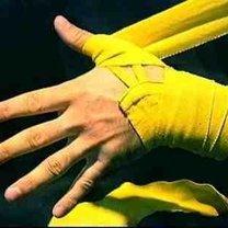 wiązanie bandaży bokserskich - krok 4.