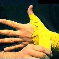 wiązanie bandaży bokserskich - krok 5.