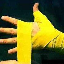 wiązanie bandaży bokserskich - krok 9.