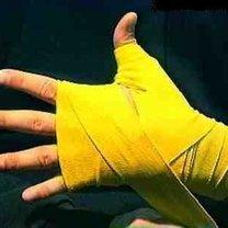 wiązanie bandaży bokserskich - krok 10.