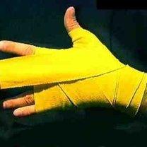 wiązanie bandaży bokserskich - krok 11.