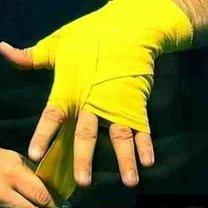 wiązanie bandaży bokserskich - krok 12.