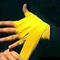 wiązanie bandaży bokserskich - krok 16.