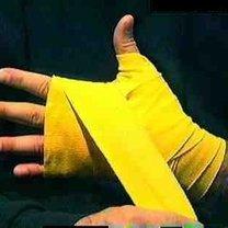 wiązanie bandaży bokserskich - krok 18.