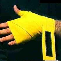 wiązanie bandaży bokserskich - krok 19.