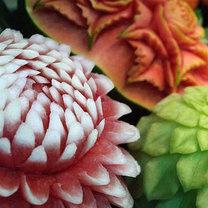 rzeźbione owoce