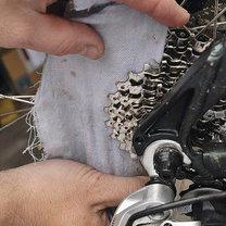 czyszczenie łańcucha rowerowego i zębatek