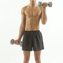 ćwiczenia na biceps z hantlami